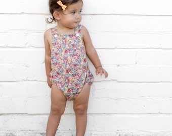 Playsuit in berry floral