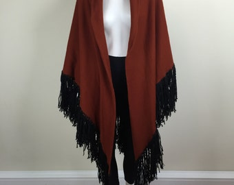 large rust brown knit wrap w/ long black yarn fringe 70s