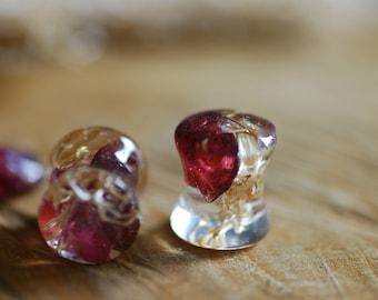 Garnet Ear Gauges Red Crystal Plugs Gemstone Piercing Raw Stone Gauges Real Sea Sponge Piercing Resin Plugs Dark Stretchers Semiprecious
