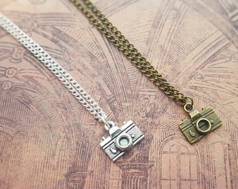 Camera Necklace, Photography Jewellery, Retro Jewelry, Vintage Fashion, Travel Jewelry, Photographer Gift, Camera Charm, Photo Buff, Gifts
