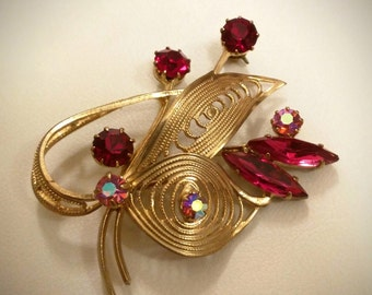 Vintage Brooch - Red crystals & golden filigram