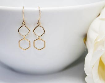 Earrings in yellow gold stone white