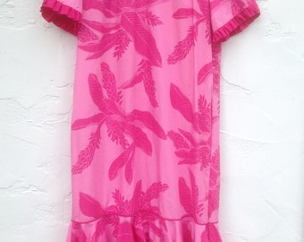 Vintage Hilo Hattie PINK HAWAiian Dress/ Maxi Length Hawaiian Dress / Aloha/ Tropical Pink FLowers, Ruffles, & a BOW, oh My!/ Size 14 / L/XL