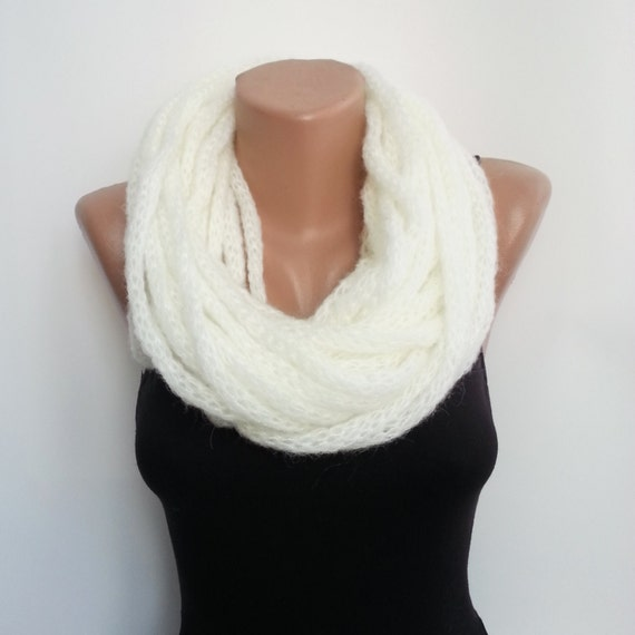 Infinity Chunky Cowl, Winter Cowl Gift, Size Plus Accessory Chain Top, Loop Infinity Shawl, Wool White Shawl Scarf Ivory Gift, Chunky Snood
