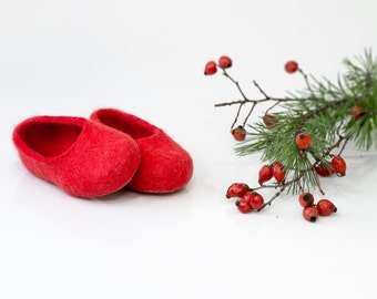 Perfect Christmas gift! Red kids slippers from handmade felted wool 'Christmas Red Shoes'