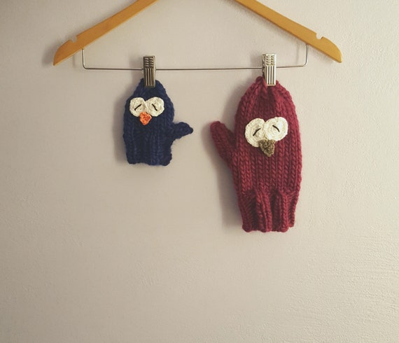 Woolen owl gloves / mittens. Hand knitted owls mittens / gloves made by 100% virgin wool yarn. Avaiable in many colors.