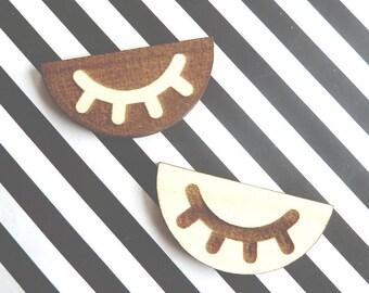 SLEEPEY EYE Brooch Pin Lasercut from wood