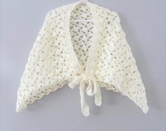 Vintage Knit Shawl / Young Girls Size 5-8 Ivory Shoulder Wrap