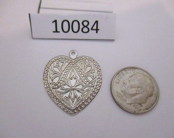 JEF10084:  Package of 4 Vintage Metal Charms / Pendants