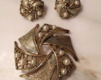 Vintage Emmons gold tone pearl brooch and earrings