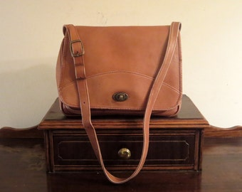 Queros by Volare Cognac Leather Messenger Bag - Made In Columbia- VGC
