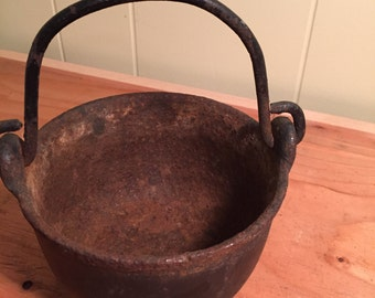 "Vintage Cast Iron 6"" Smelting Pot"