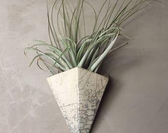 Vase triangular white raku