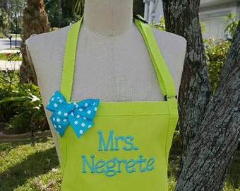 Mrs. Negrete personalized apron / Lime green apron with turquoise embroidery thread and polka-dots bow /Elegant bow apron /Teacher gift idea