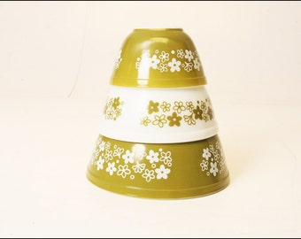 3 Vintage PYREX Spring Blossom Mixing Bowl Set nesting green white corning crazy daisy mid century modern dish 401 402 403