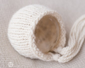 UK Seller, Newborn  Bonnet - Cuddly and Chunky, Newborn Photography Prop, Newborn Boy, Newborn Girl, Hand Knitted, Handmade.