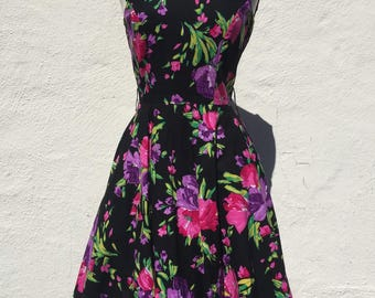 Vintage 80's Floral Dress * Size Small - Medium * 50's Style