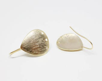 E0141/Anti-Tarnished Matte Gold Plating Over Brass/Textured Pear Earring Hook/17x19mm/2pcs