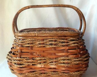 Vintage raffia and rattan basket / Tote / woven picnic basket / gift original vintage / layering / 1950 1960 retro / bamboo