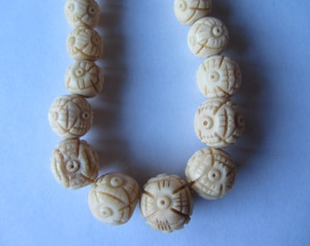 Vintage hand carved Chinese ox bone graduated bead necklace, round beads. Restrung,  15.5 inch