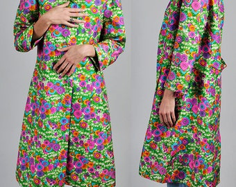 1960's Gorgeous Bright and Bold floral print statement coat  vintage       A2