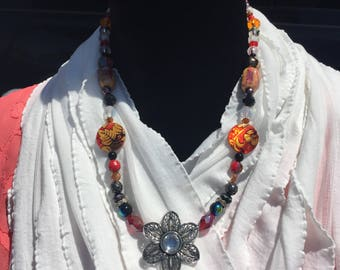 Beaded Necklace with Flower Pendant