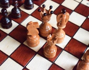 Handmade Wooden Chess Set / 48 cm x 48 cm x 5 cm (19 inch x 19 inch x 2 inch)