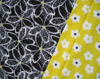 Cheery Daisy Print Fleece With All Over Flower Print Fleece On Reverse Sewn Fleece Blanket Or Throw