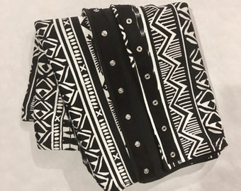 Black and White Aztec Snap Scarf
