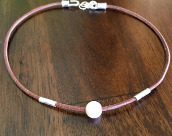 Leather Choker with Freshwater Pearl