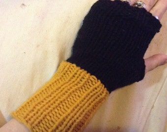 Black Widow Gauntlet Fingerless Gloves - Hand-knit Arm Warmers