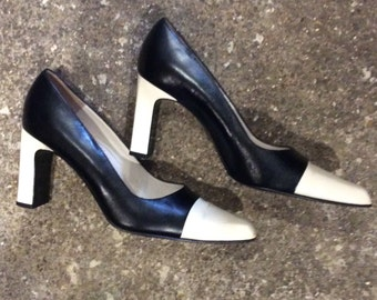 bally 80s vnt black and cream block heel court shoes | size 5.5