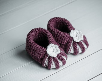 Purple baby booties Baby girl booties Baby shower gift Violet booties Knitted baby booties Hand knit booties Hand knit gift Lilac booties