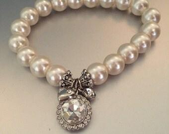 Pearl bracelet with rhinestone charm