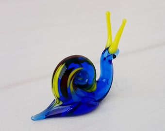 Mini Snail Glass Figurine, Small Glass Figure, Gifts under 10, Mini Glass Figure, Collectible  Figurine, Fused glass art, Glass Mini Gift -2