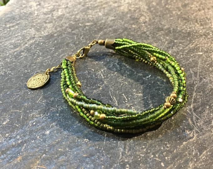 Handgemachtes / Handgemacht Perlen Armband aus Toho Perlen. Weitere Farben zur Auswahl. Mit Hamsa Hand der Fatima Anhänger.
