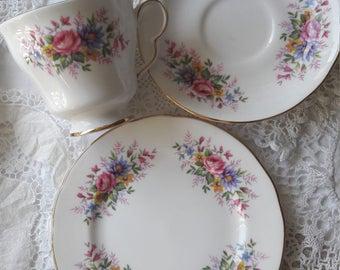 Delightfull vintage Queen anne trio pattern no 3693
