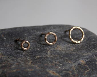 Hammered circle ear stud made of 9k yellow gold