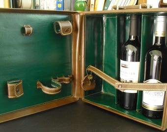 Vintage Winship Luggage Travel Bar Set in Compact Case, Portable Cocktail Hard Case, Traveling Mini Bar Set, Compact Drink Set, Liquor Case