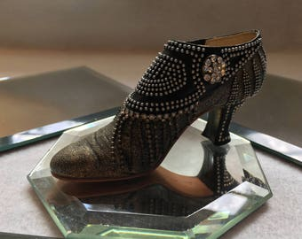 Just The Right Shoe by Raine, Parisian Nights
