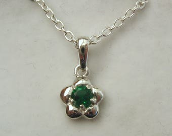 Solid 925 Sterling Silver May Birthstone Daisy Emerald Pendant