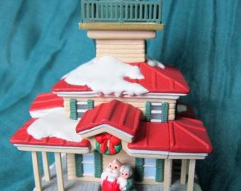 Hallmark Keepsake Ornament Lighthouse Greetings Magic Collectors Series #6 - Flashing Light!