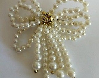 Gorgeous Vintage Faux Pearl Bow Brooch