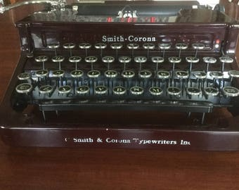 Vintage  Smith -Corona  manual typewriter.    1930s