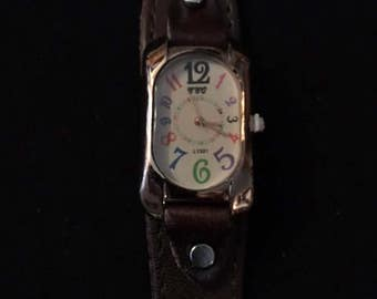 Very Nice Retro Brown Leather Watch for Men and Women with Colored Numbers
