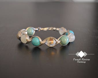 Ocean Sicret is a bracelet with natural stones and a silver plated wire