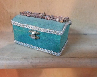 Wood Box, Gift Box, Trinket Box, Treasure Box, Texture painted box, Decorated wood box, Box with stone chips, Green Box, Decorated Jewel Box