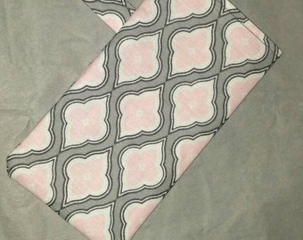 The Diamond Pattern Sunglass Pouch in Gray, Pink and White