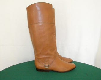 Vintage boots. Women boots, Sz 8 Vintage light brown tall laether flat women riding boots.