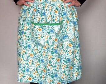 Vintage apron - green floral print